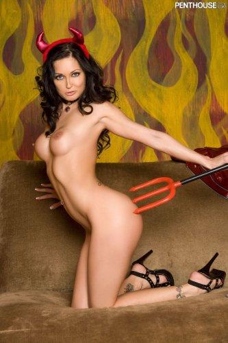 Сексуальный дьявол Melissa Jacobs