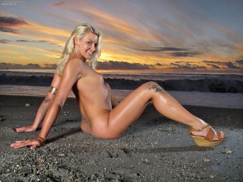 Anikka Albrite на закате