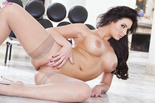 Сексбомба Phoenix Marie