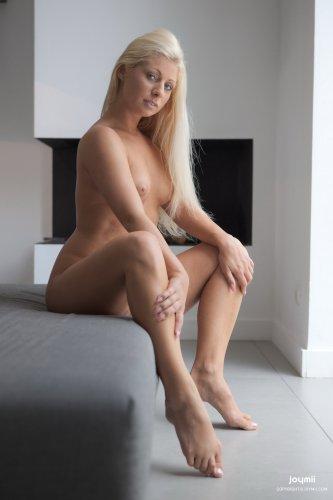 Candy Blond со стеклянным дилдо