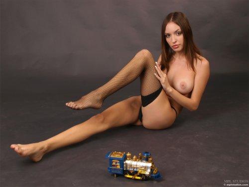 Катя с паровозиком