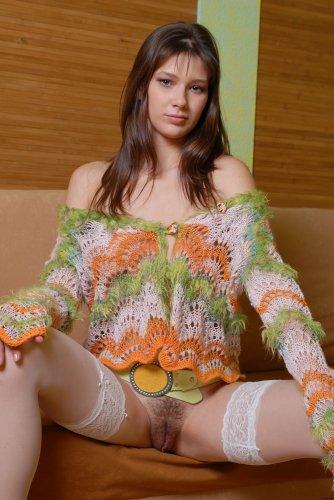 Красивая голая тёлочка Валери