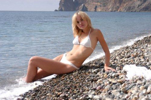 Ксюха на диком пляже