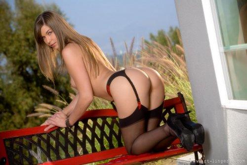 Adrienne Manning на скамейке