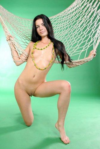 Salma в гамаке