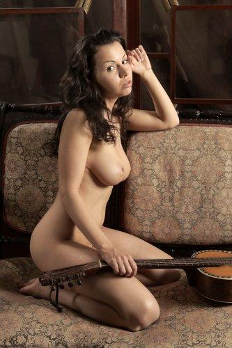 Голая гитаристка Катя