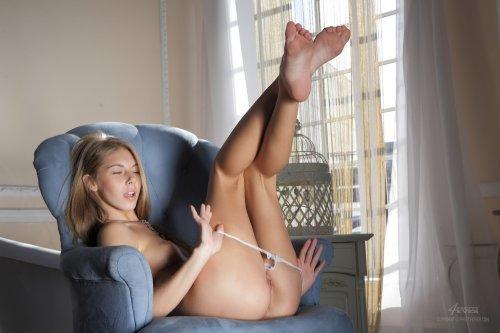 Катерина в кресле