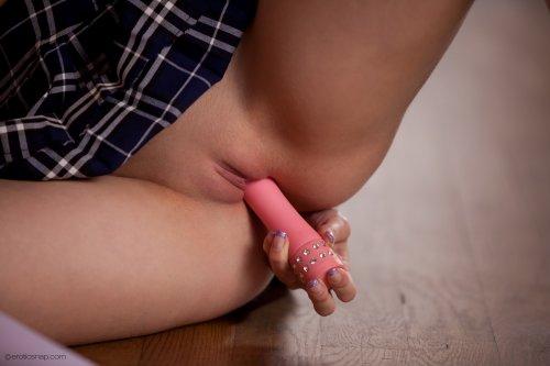 Развратная школьница Abby