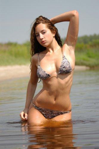 Gioconda купается в озере
