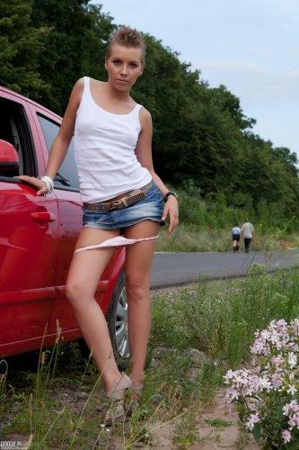 Сексуальная автомобилистка Karry