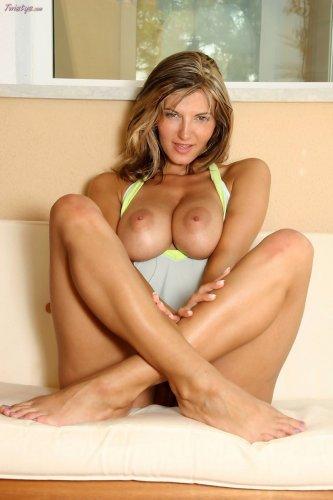 Сексуальная Lovely Vanessa с большими сиськами