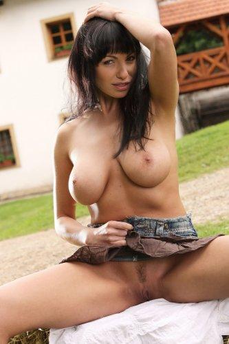 Ковгёл Marta на лужайке