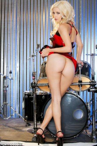 Ударная красотка Danielle Trixie