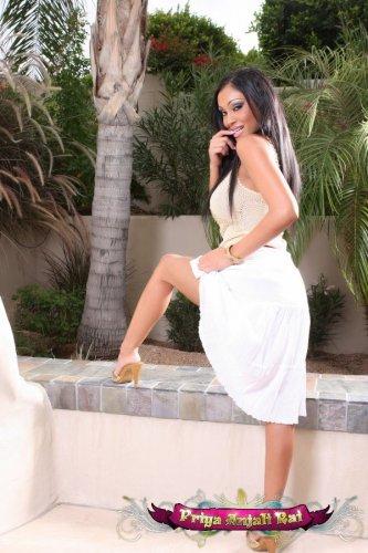 Priya Anjali Rai в белом