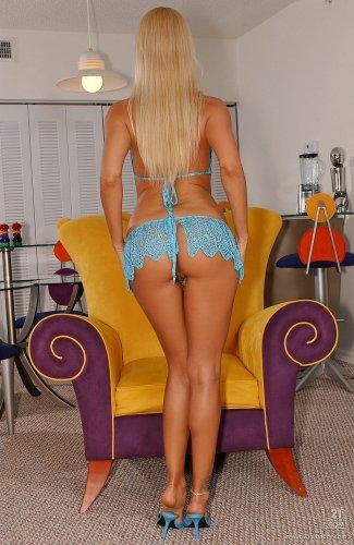 Сексуальная блондинка Sandy