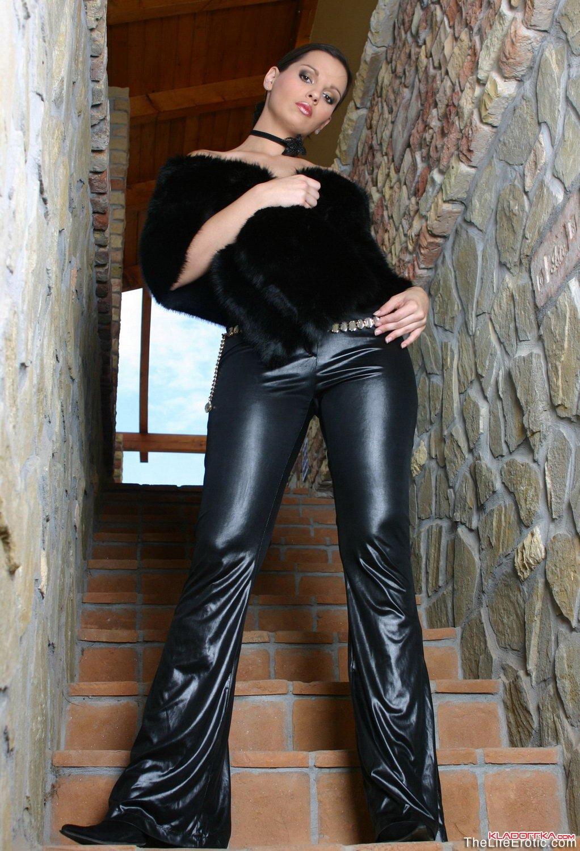 Секс брюки брюнетка 1 фотография