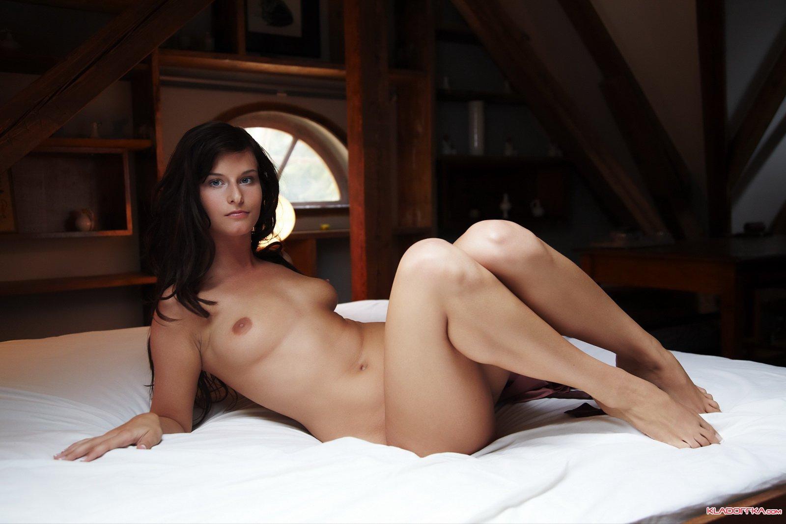 Девушка на чердаки секс