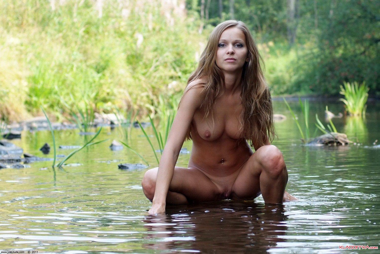 Голые бабы на речке