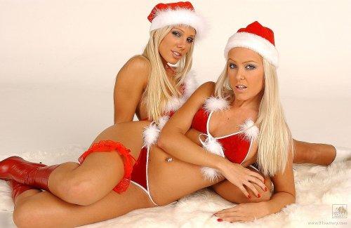 Развратные снегурки Sandy с подругой