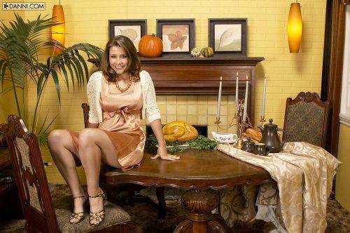 Erica Campbell на столе