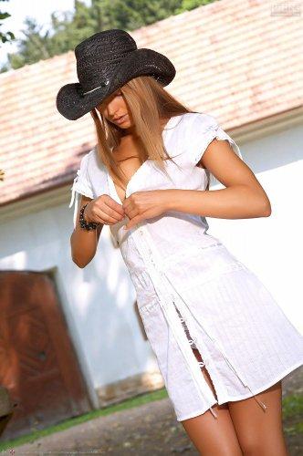 Ковгёл Suzie Carina на ранчо