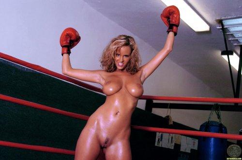 Сисястый боксёр Raylene Richards