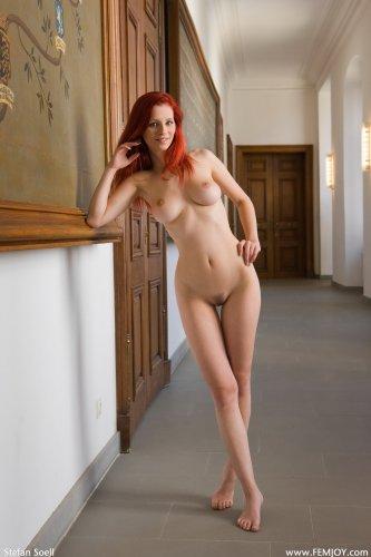 Ariel в коридоре