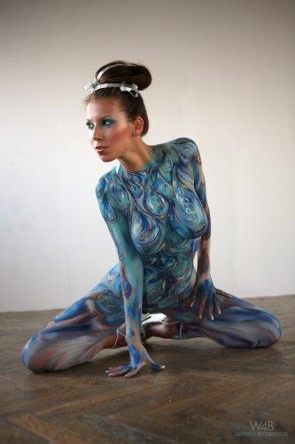 ������� Lizzie Ryan