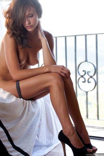 Стройная и роковая Malena Morgan