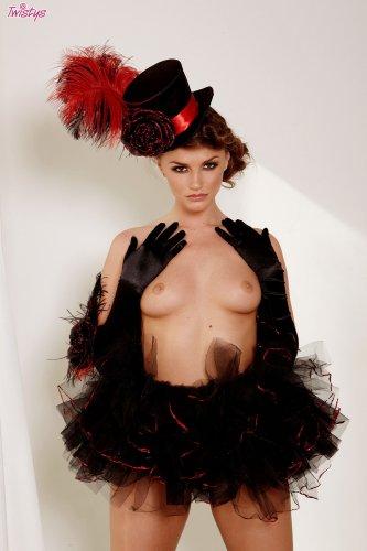 Чудо с перьями Tori Black