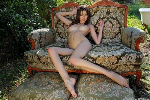 Tea на роскошном диване