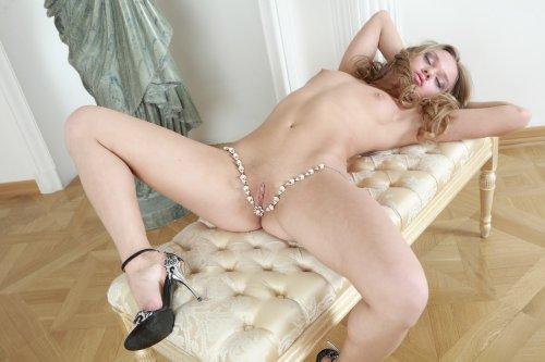 Несравненная красотка Anika