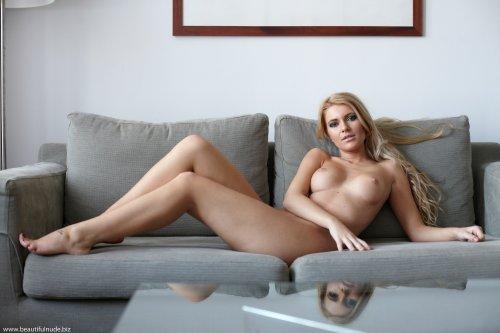 Прекрасная блондинка Lisa