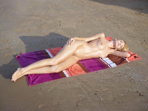 Coxy отдыхает на пляже