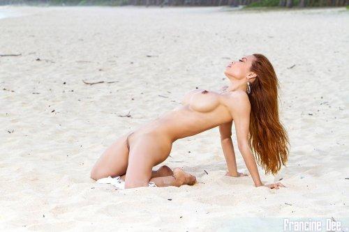 Francine Dee в белом купальнике