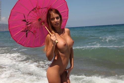 Alexa с китайским зонтиком