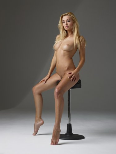 Прекрасная блондинка Coxy