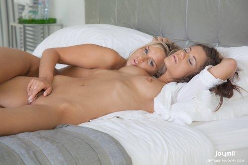 Подружки Caprice and Miela