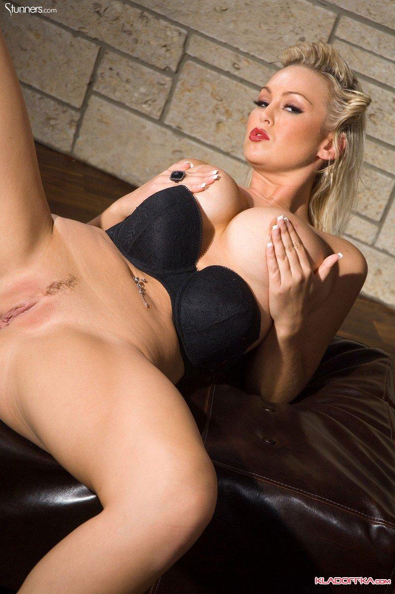 Смотреть онлайн порно ролики с аббей брукс 22 фотография