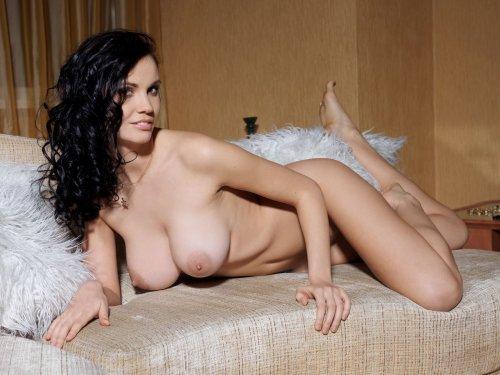 Eliana с большими сиськами