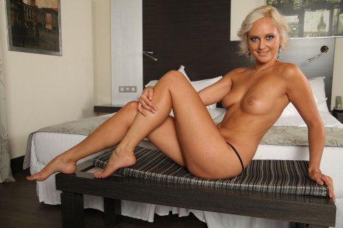 Секси блондинка Linda