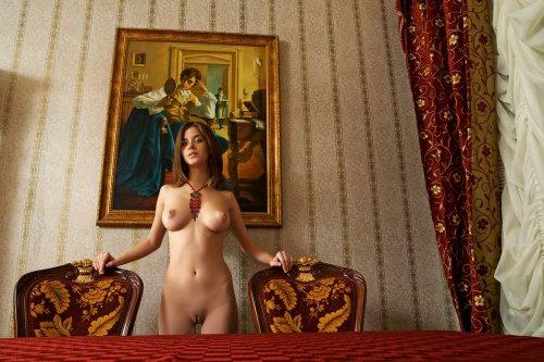Малышка Anita во дворце
