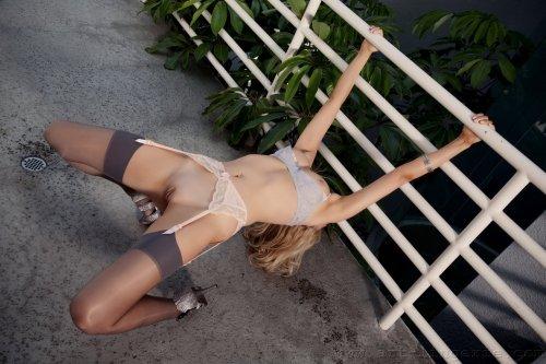 Порция эротики от Carli Banks