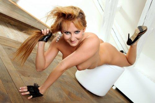 Гибкая девушка Cindy Elliott