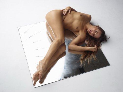 Dominika C на зеркале