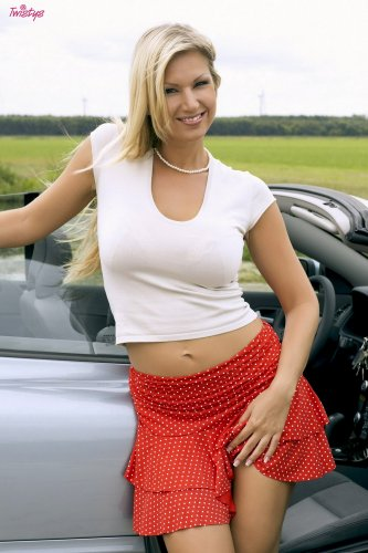Carol Goldnerova остановилась на трассе