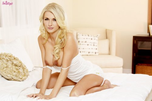 Alicia Secrets ждёт тебя в постели