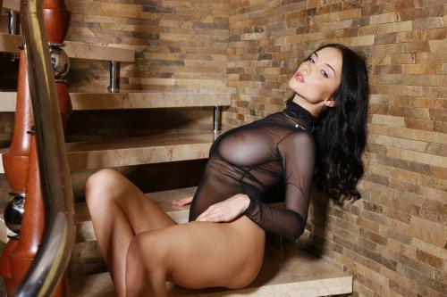Евгения Диордийчук в сексуальном наряде