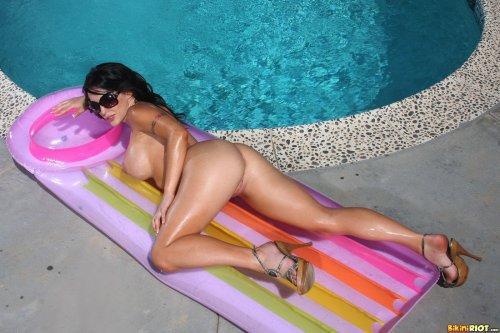 Jenna Presley в солнечный день