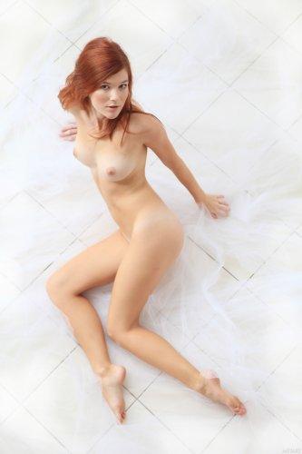 Рыжеволосая Mia Sollis